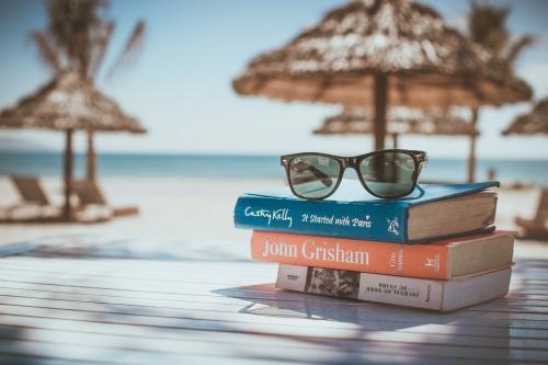 beach-ocean-reading-vacation-relax-holiday-697799-pxhere.com (1).jpg